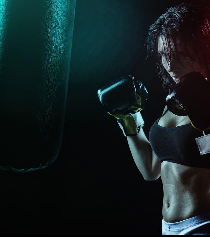 practica boxeo en gimnasio corporea